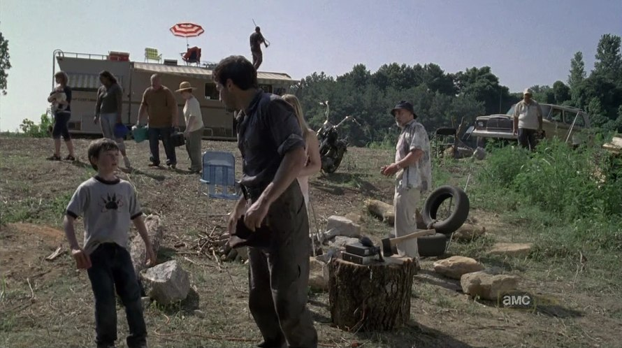 20120907164742!Shane,_Carl,_DAle_and_other_survivors_at_camp.jpg