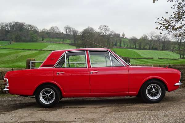 Ford_Cortina_1600E_1968_1.jpg
